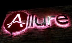 Habillage facade en Alucobond et Enseigne Lumineuse