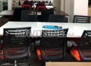 Photo de l'annonce: Table de réunion de 6 à 8 chaises