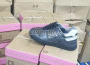 Photo de l'annonce: des jeans des espadrilles des vestes des chaussures très bon qualité